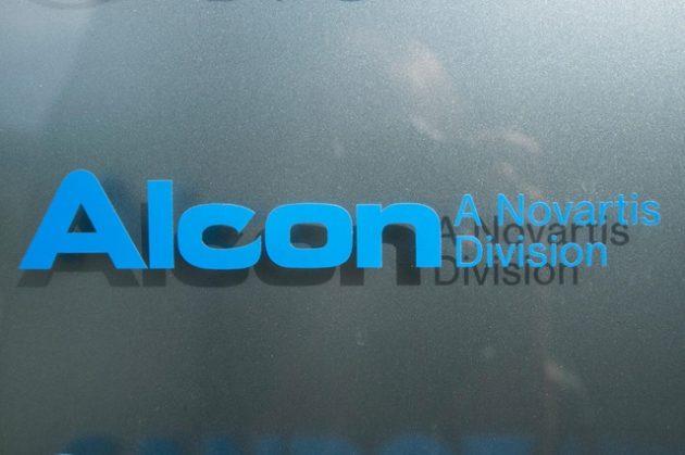 Alcon promet un «engagement durable envers la Suisse»