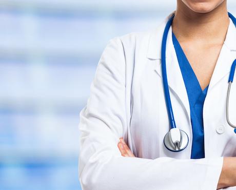 Santé: les patients suisses font davantage confiance aux médecins habillés en blanc