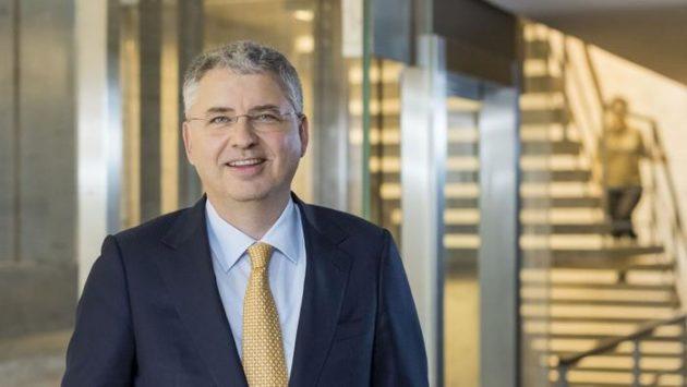 Le patron de Roche critique la lenteur de la numérisation du système de santé suisse