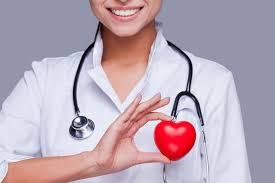 Valais: former davantage de personnel de santé ou passer à la caisse